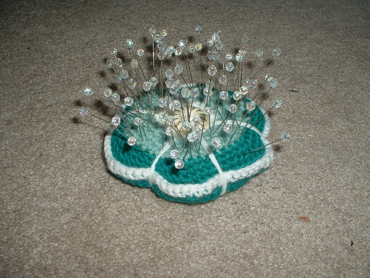 Pretty pincushion and 100 pins